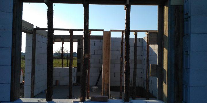 Ściany parteru i szalunki stropu